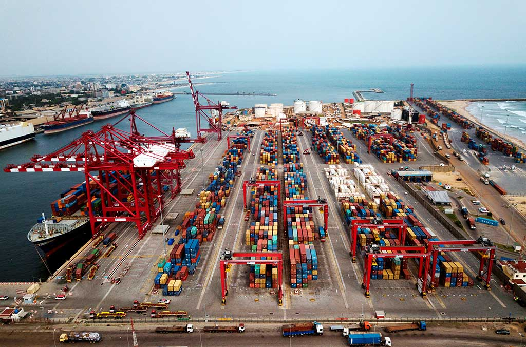 Container handling Port of Benin
